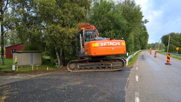 Grävlag två startar grävning utmed Kråkeredsvägen